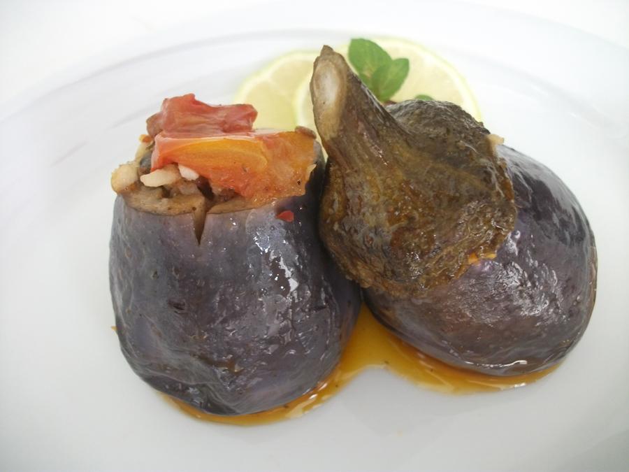 Zeytinyağlı Patlıcan Dolması ve Patlıcan Köftesi