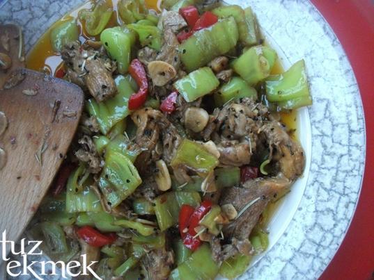 Dolma Biber Salatası- İstiridye Mantarlı
