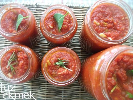 Sarımsaklı domates sosu- kahvaltılık