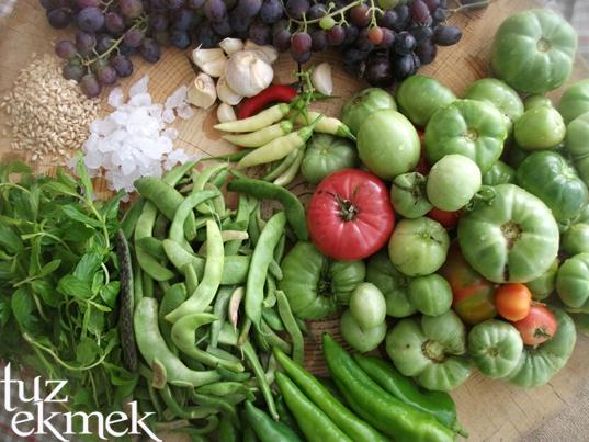 Çakır domates- Yeşil fasulye turşusu