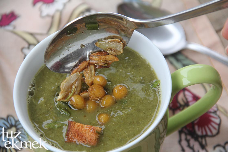 Kereviz Yaprağı- Sapı Çorbası