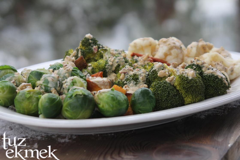 Taratorlu Soslu Sebze Salatası